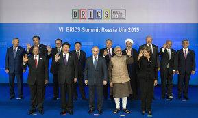 Совместное фотографирование участников встречи лидеров БРИКС с лидерами приглашенных государств